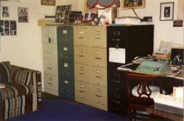 Escritório de Sena em Santa Barbara. Estes arquivos, e muitos outros idênticos, guardam a volumosa correspondência do poeta.